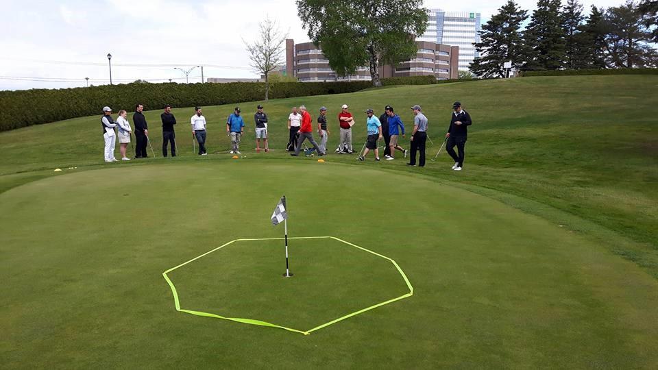 Entraîneur de golf communautaire